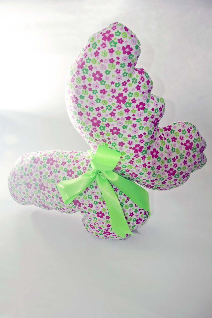 Coj n con la forma de una mariposa hecha de tela popelina - Cojines pintados en tela ...