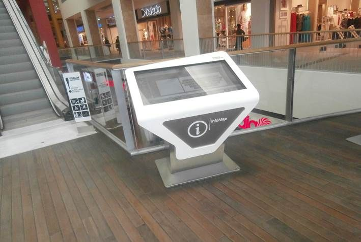 Gaziantep Forum AVM müşterileri, indirim ve promosyonlar hakkında bilgi almak ve yön bulmak amacıyla dokunmatik panolardan faydalanıyorlar.