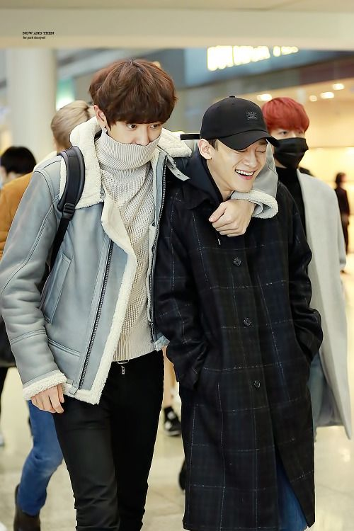 Chanyeol, Chen - 161125 Incheon Airport, departing for Taipei Credit: Now and Then. (인천공항 출국)