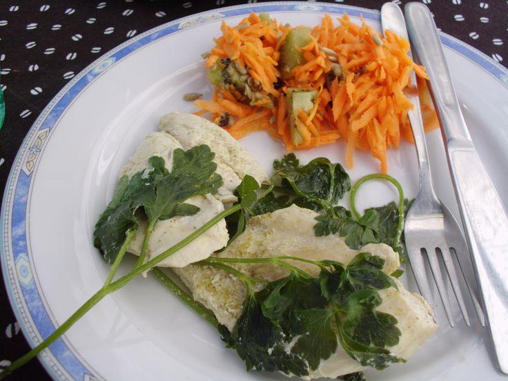 Gotowany dorsz i surówka z marchewki - pyszne i zdrowe!