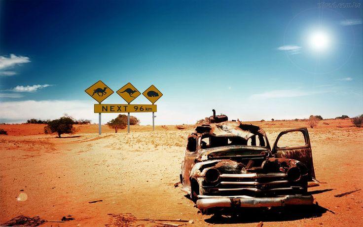 Papel de Parede Carro Abandonado no Deserto