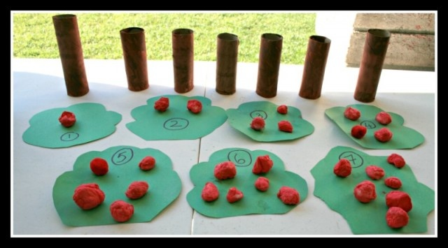 toddler apple craftToddlers Fun, Apples Trees, Apples Crafts, Toddlers Apples, Apples Numbers, Counting Apples, Toddlers Crafts, Apple Crafts, Apples Theme