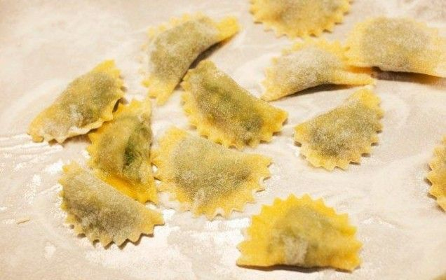 """Ποντιακά """" βαρένικα"""" γεμιστά με τυρί και μυρωδικά - iCookGreek"""
