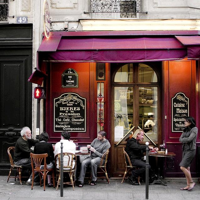 the parisians love their cafés - I love the look of the front of this café...wondering if I might be able to duplicate it in the internet café corner? Rich warm colors, light shining down from ceiling not in your eyes. Black and white chalkboard signs.