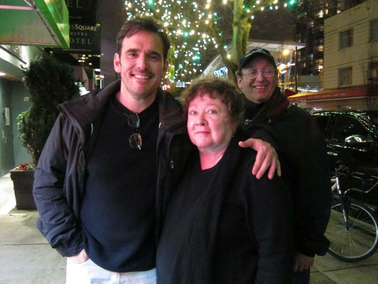 Matt Dillon and Susie Hinton (with director Tim Hunter photobombing lol), 2014. Matt looks so young and so happy here.