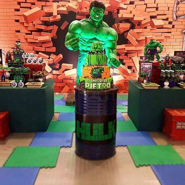 Longe do padrão pré-estabelecido para os super-heróis, o Hulk encanta a maioria da criançada com sua cara má e seus grandes músculos.