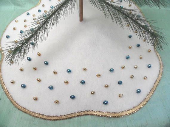 Small Table Top Tree Skirt Or Holiday Centerpiece Mat 16 Vintage Style Mcm Retro Felt Christmas Tree S Holiday Centerpieces Feather Tree Felt Christmas Tree
