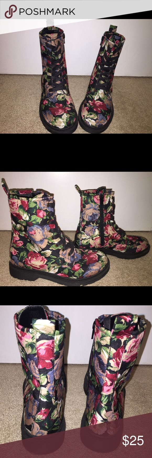🌺 Mossimo Lace up cloth combat boots Zip UP sides This pair of floral/flower Zip side, Lace up Combat Boots. I wore these very briefly and are in perfect condition. They are so cute!! Size 7.5 by Mossimo Mossimo Supply Co Shoes Combat & Moto Boots