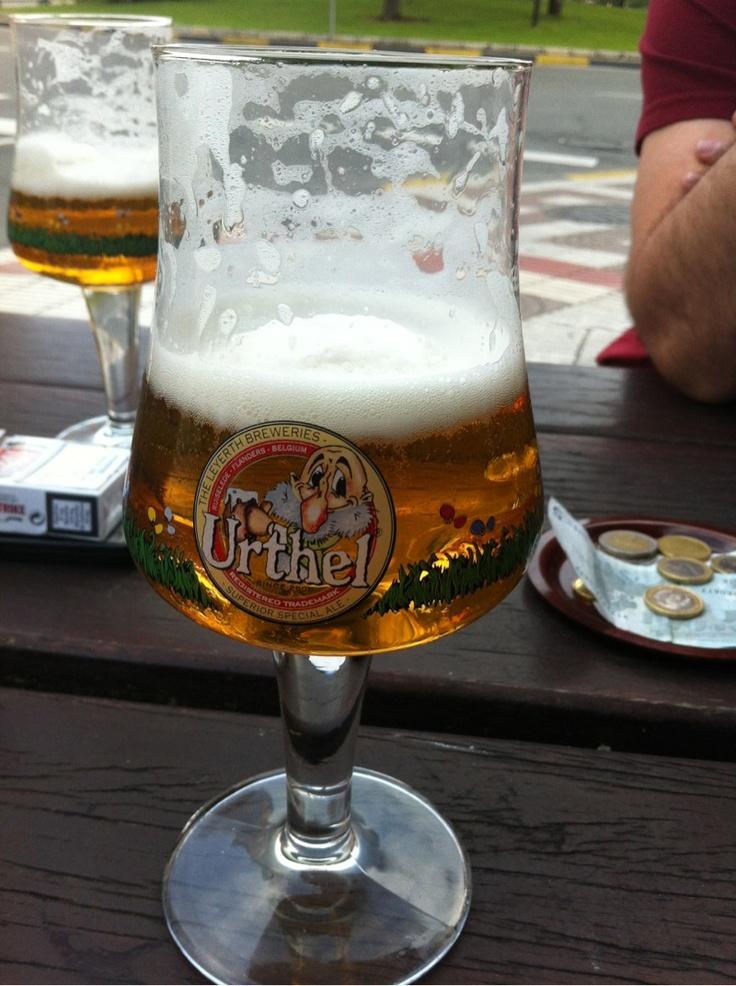 Urthel Hop it, no esperaba encontrarme esta cerveza en este sitio. una IPA Belga muy alcohólica (9,5%) pero que estaba muy bien balanceada ya que no se notaba en absoluto. Marcado toque floral del lúpulo pero sin avasallar.