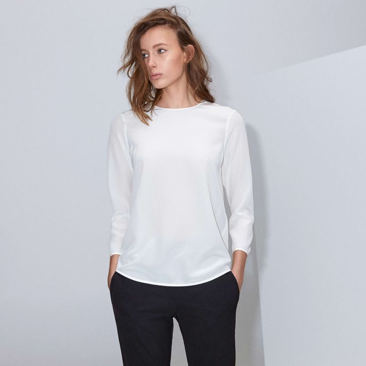 FWSS Genesis is a minimalistic top in thin delicate silk with slits in the side seams and buttons at the centre back.