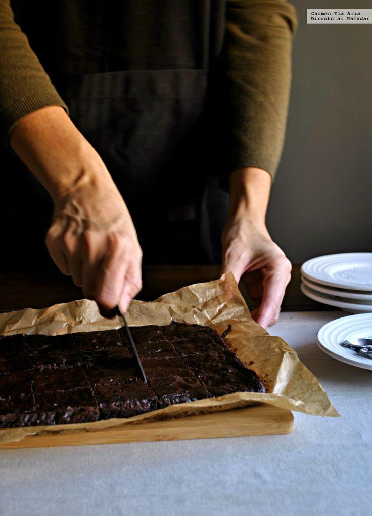 Te explicamos paso a paso, de manera sencilla, la elaboración de la receta de brownie de aguacate. Ingredientes, tiempo de elaboración
