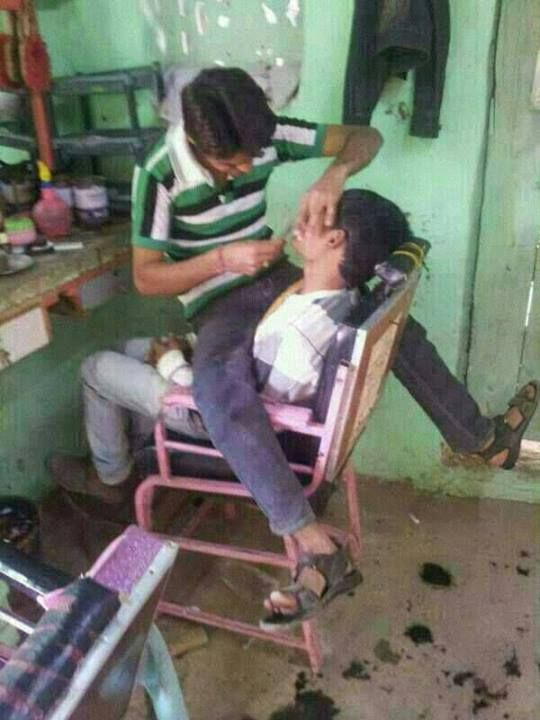 INDIAN BARBERS TAKE THEIR JOB VERY SERIOUSLY!!! Wtf! This is tooo funny
