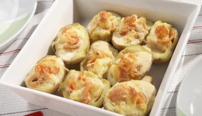 Einfach zum Genießen und ein Fall für die Kochprofis. Schmackhafte Kartoffeln mit einer himmlischen Füllung aus Lachs und Käse.