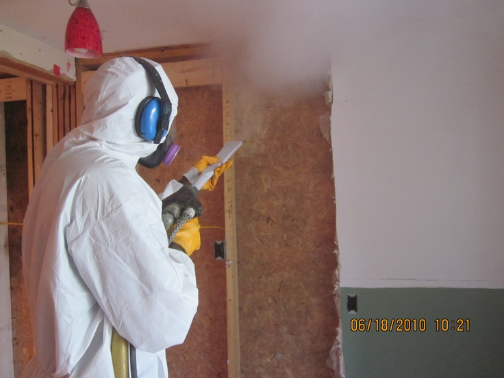 GeoFocus Mold Removal technician dry ice blasting mold from a residential project locating within the greater Toronto area of Ontario.