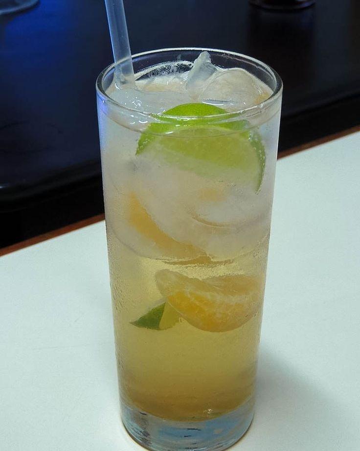 Se acuerdan de la #maraquita? Esta versión hecha en @artesculinarias tiene licor de anís y mandarina licor de anís y limón y licor de vainilla. Brutal! - - - - - #Bartender #Cocktail #Cocktails #Drink #Anís #Licor #Artesanal