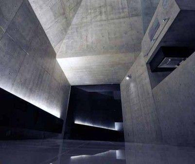 Nie wszyscy marzą o przytulnym domu pełnym bibelotów i miękkich dywanów. Para, dla której dom zaprojektowali architekci z japońskiego biura fuse-atelier, zdecydowała się surowe, betonowe wnętrza, które bardziej przypominają muzeum sztuki współczesnej niż mieszkanie. http://sztuka-wnetrza.pl/821/artykul/betonowy-kubizm