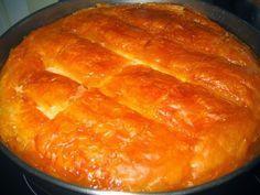 Καλύτερο γαλακτομπούρεκο δεν έχω δοκιμάσει! Αξίζει πολλά! Τραγανό το φύλλο ακόμα και μετά από μέρες στο ψυγείο! Το σιρόπι σε πολύ καλές αναλογίες! Τι χρειαζόμαστε: 1/2 κιλό φύλλο κρούστας Για την κρέμα: 1 φλιτζάνι ψιλό σιμιγδάλι 1 1/2 φλιτζάνι ζάχαρη 700 ml φρέσκο πλήρες γάλα 300 ml κρέμα γάλακτος 4 αβγά 3 κουταλιές φρέσκο βούτυρο …