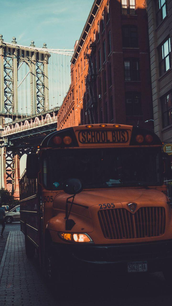 School Bus Manhattan Bridge City New York 720x1280 Wallpaper