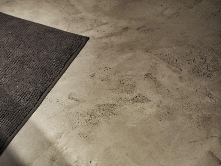 ZEMENTINE použitý na podlahu v koupelně.