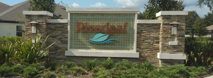 Riverleaf at Bloomingdale is an intimate, boutique community conveniently located less than five miles from I-75 and the Crosstown Expressway, so you'll spend less time commuting and more time in your beautiful new home. This community of incredibly energy-efficient homes has floor plans ranging from 2,010 to over 5,100 square feet.   In addition to being incredibly accessible to Tampa's main business hubs, Riverleaf at Bloomingdale is convenient to great shopping at the Westfield Brandon…