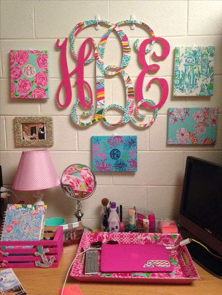 Hand painted Lilly Pulitzer Desk decorations! My desk at college!
