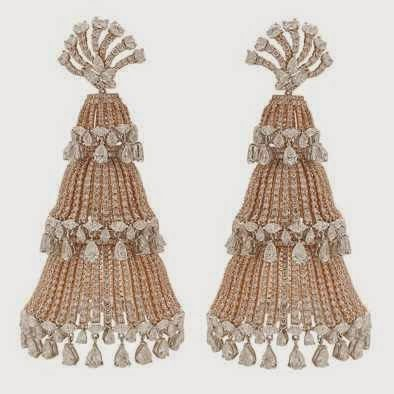 Manish Malhotra undertook the designing of his first piece of chandelier earrings as part of the Forevermark promise campaign under the expertise of Anmol Jewellers.