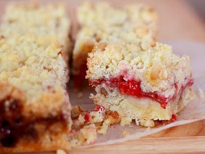 something to look forward too this summer! raspberry crumb bars.     or maybe i'll make them soon with the fresh strawberries popping up in the mercado!