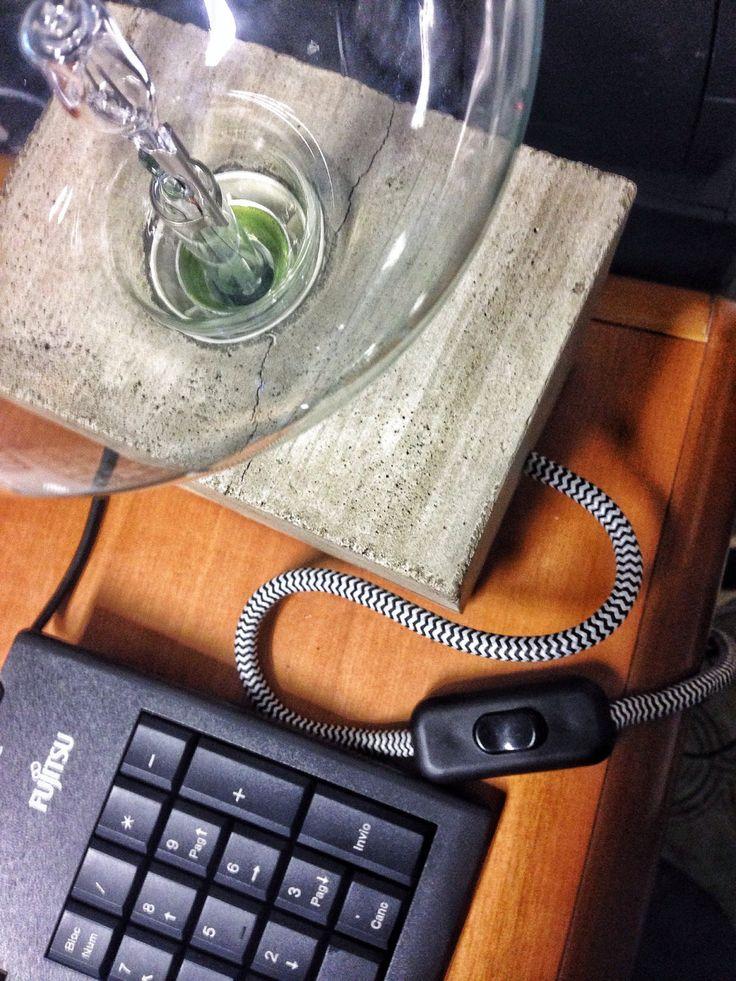 Un preferito personale dal mio negozio Etsy https://www.etsy.com/it/listing/491246441/lampada-da-tavolo-in-cemento
