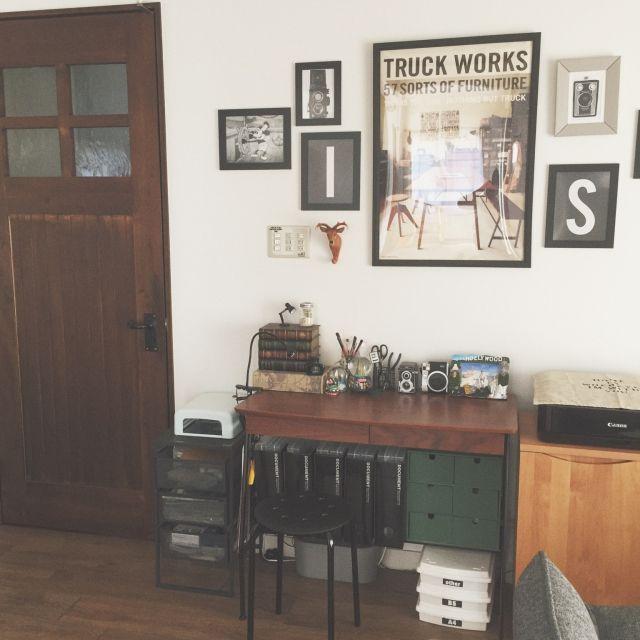 Naoさんの、机,ディズニー,ワークスペース,デスク,ワークデスク,アンティークドア,TRUCK,エアプランツ,ミッキー,Truck Furniture,男前,自作ポスター,男前インテリア,TRUCKポスター,アニマルフック,IKEAのフレーム,男前×ディズニー,のお部屋写真