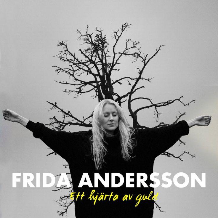 """Finlandssvenska artisten #FridaAndersson släpper ny singel  Frida Andersson har charmat både den svenska och finländska publiken med sina vackra låttexter och melodier där engelska språket tidigare varit uttrycket. Hennes två senaste singlar """"Vilsen i Stockholm"""" och """"Spår 2"""" har mottagits väl på radiostationerna. Nu kommer uppföljaren """"Ett hjärta av guld"""" som är producerad av Andreas Dahlbäck (Ulf Lundell, Anna Ternheim) och Petter Näse."""