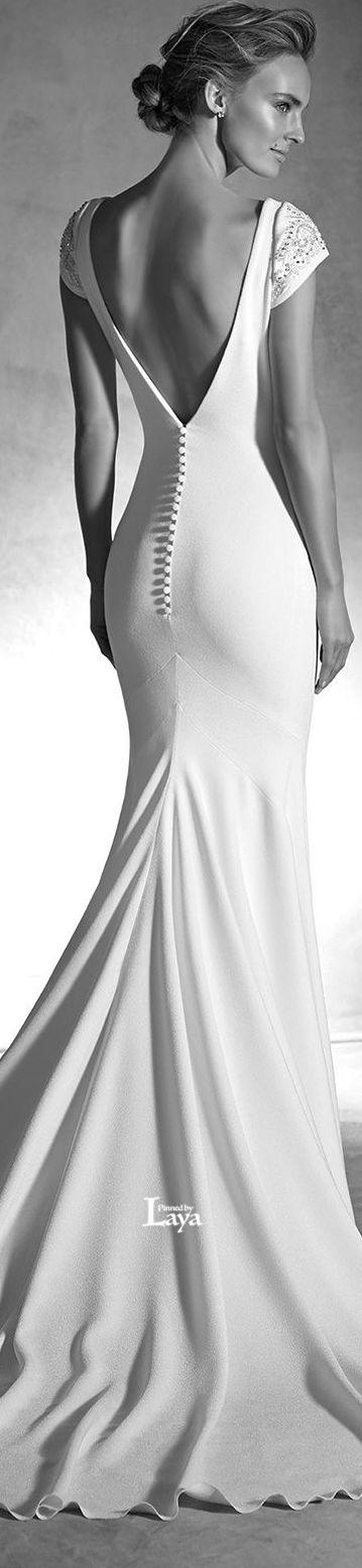 ♔LAYA♔ATELIER PRONOVIAS 2016 BRIDAL♔ De jurken voor 2016 hangen natuurlijk al lang weer in de winkel. Heb je een mooie rug, laat je rug dan vooral zien!