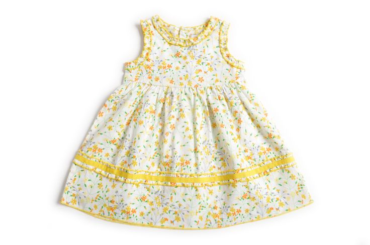 Vestido de bebé niña con un estampado de flores amarillas y en la parte de abajo con una cinta de gross amarilla. http://www.shopepk.com.co/index.php?page=shop.product_details&flypage=flypage.tpl&product_id=4&category_id=3&option=com_virtuemart&cat=1&Itemid=69