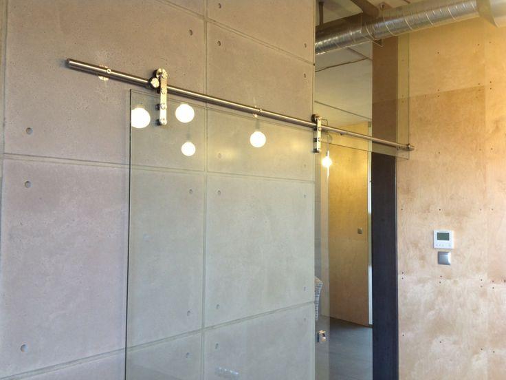 Biuro Gdańsk - drzwi szklane Produkt Planilux na systemie przesuwnym