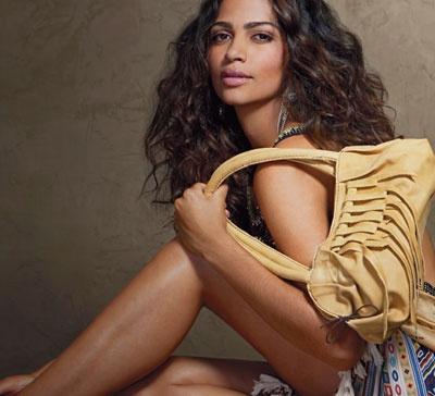 Camila Alves poses with her Muxo bag.