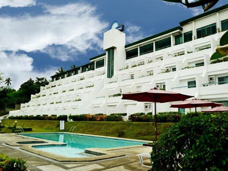 Days Hotel Tagaytay  Days Hotel Tagaytay en Tagaytay (Filipinas)  Hotel Ranking : 6.9  Idealmente ubicado en la principal rea turstica de Tagaytay Ciudad el Days Hotel Tagaytay te brindar una maravillosa visita. Tanto los turistas como los que viajan por negocios pueden disfrutar de las comodidades y servicios del hotel. Los huspedes pueden disfrutar aqu de servicio de habitaciones 24h acceso para discapacitados Wi-Fi en zonas comunes servicio de habitaciones traslado al aeropuerto. Baera de…