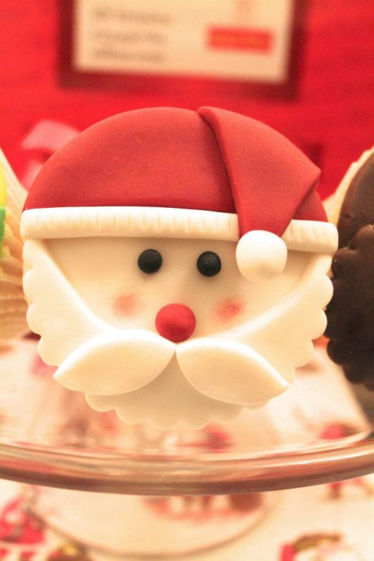 How to Make Santa Cupcake Toppers • CakeJournal.com