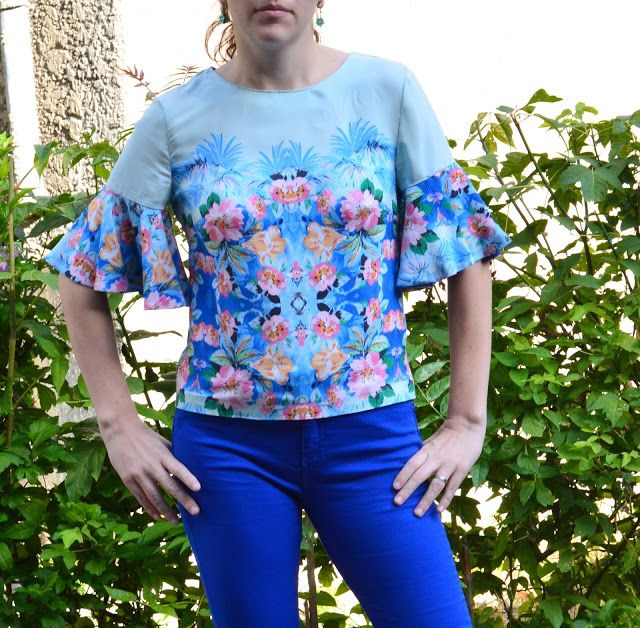 I believe I can sew...: Silky flowers top -
