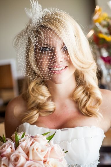 soft vintage curls and a birdcage veil ~ love Sarah's vintage-inspired bridal hairstyle!