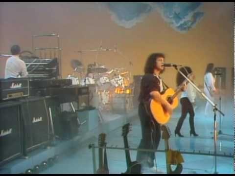 """I Matia Bazar - """"C'è tutto un mondo intorno""""  gruppo musicale italiano di musica pop, con sperimentazioni rock, formatosi nel 1975 a Genova."""