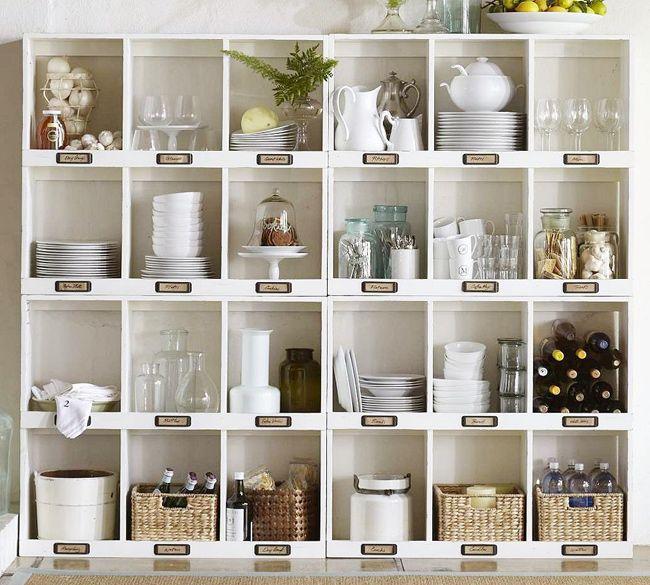 Overzichtelijke opbergruimte in de keuken.