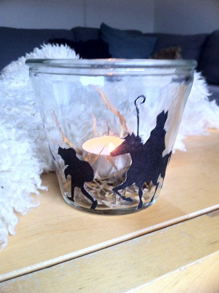 Teken, knip en lijm op een glas: Sinterklaas windlichtje.