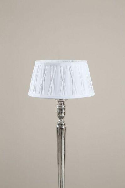 Klassisk hvit lampeskjerm fra Riviera Maison som passer til de fleste sokler.