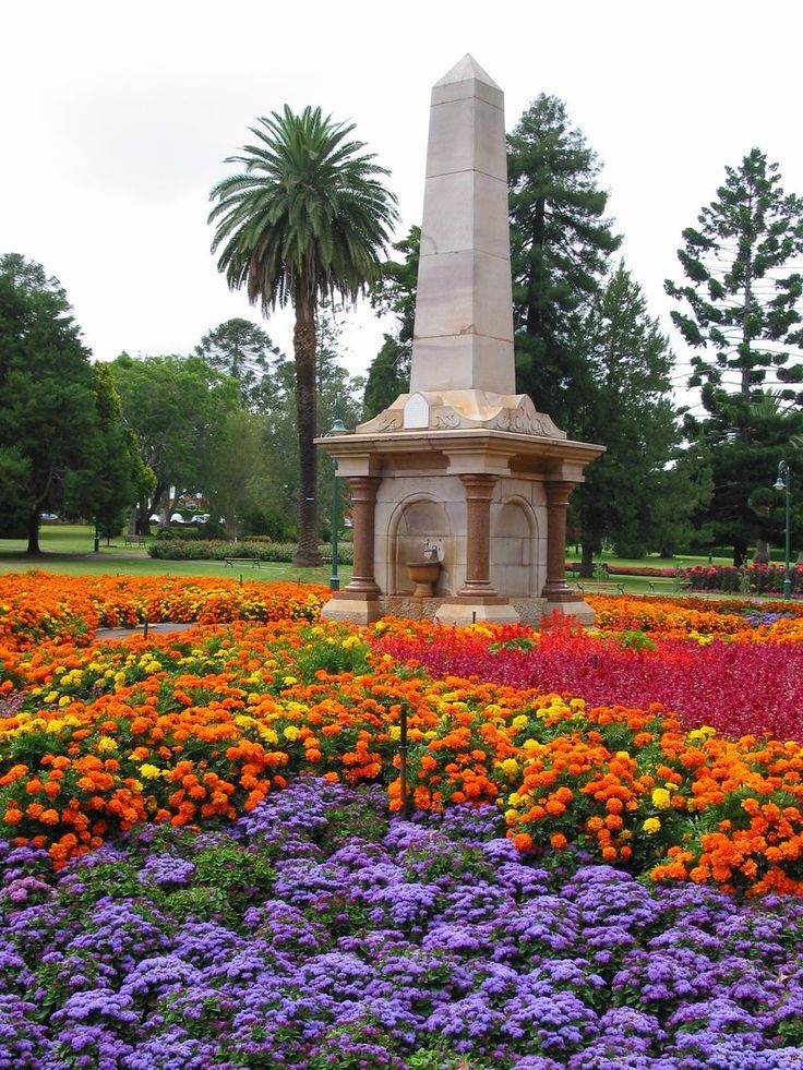 Visit the gardens in Toowoomba's Queens Park