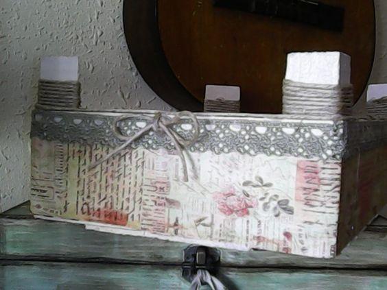 Capsa vintage. Capsa de maduixes reciclada. Caja vintage. Caja de fresas reciclada.: