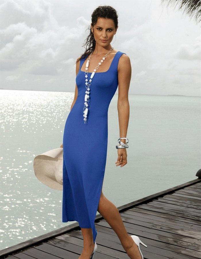 Catrinel Menghia 35 love the square neckline