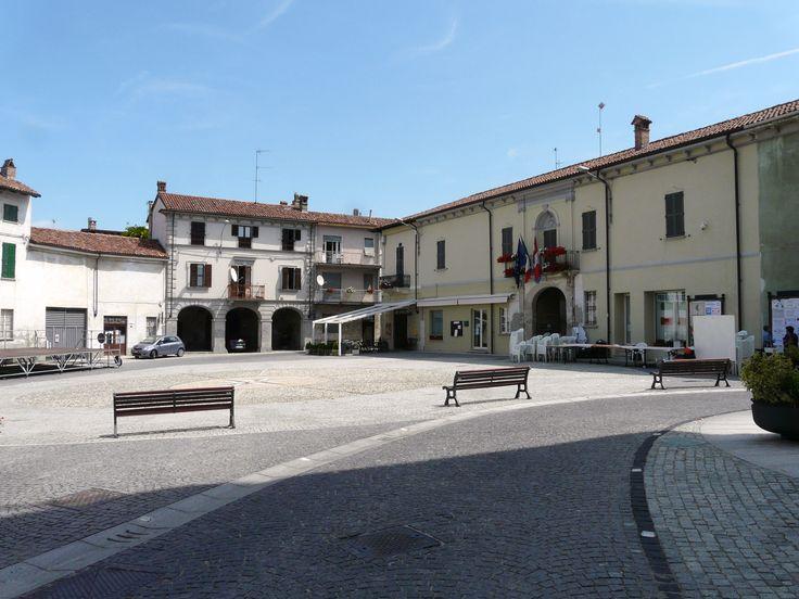 File:Viguzzolo-piazza Libertà.jpg