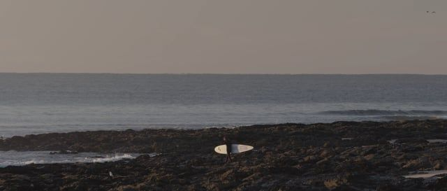 Free one's board from fins, and free one's self - the philosophy of one of Australia's great authentic surfers.   Presenting  a stripped back portrait of Derek Hynd, shot in the fall of 2015, over 2 weeks at Jeffrey's Bay.   Director/Cinematographer - Andrew Kaineder  Editor - Jai Rakic Music - Drew Innocend