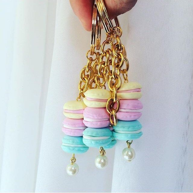 Making lots of deco macaron keychains❤️