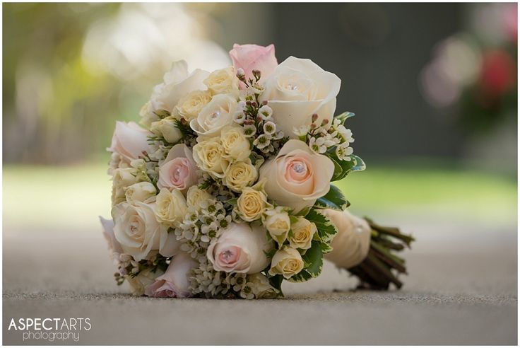 Beautiful bouquet by Designs by Janice (Janice Arden) #designsbyjanice #weddingflorals www.aspectartsphoto.com