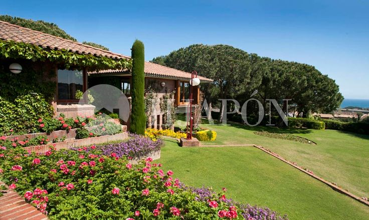 Luxury villa for sale in Llavaneres, Barcelona on a plot of 5600 m2